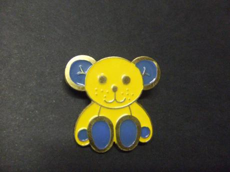 Knuffelbeer emaille pin